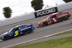 Mark Martin, Hendrick Motorsports Chevrolet et Jamie McMurray, Earnhardt Ganassi Racing Chevrolet