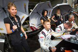 Markus Palttala, Eric De Doncker en Bas Leinders met de VDS Racing Team-meiden