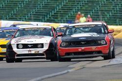 #16 Multimatic Motorsports Ford Mustang Boss 302 R: Gunnar Jeannette, Frank Montecalvo, #17 CMA Moto
