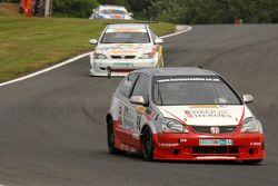 Matt Hamilton devant Martin Johnson et Forster BMW
