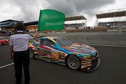 Directeur de course Daniel Poissenot agite le drapeau vert pour la première séance: #79 BMW Motorsport BMW M3: Andy Priaulx, Dirk Müller, Dirk Werner