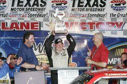 Todd Bodine, Germain.com Toyota fête son succès à l'Emportandar World Casino 400K au Texas Motor Spe