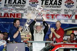 Todd Bodine, Germain.com Toyota celebrates in Victory Lane