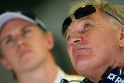 Patrick Head, WilliamsF1 Team, Directeur de l'ingénierie et Nico Hulkenberg, Williams F1 Team