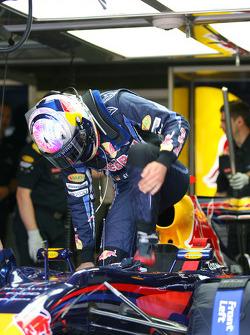 Sebastian Vettel, Red Bull Racing getting Car