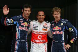 Льюис Хэмилтон, McLaren Mercedes получивший поул-позициювместе с Марком Уэббером, Red Bull Racing за