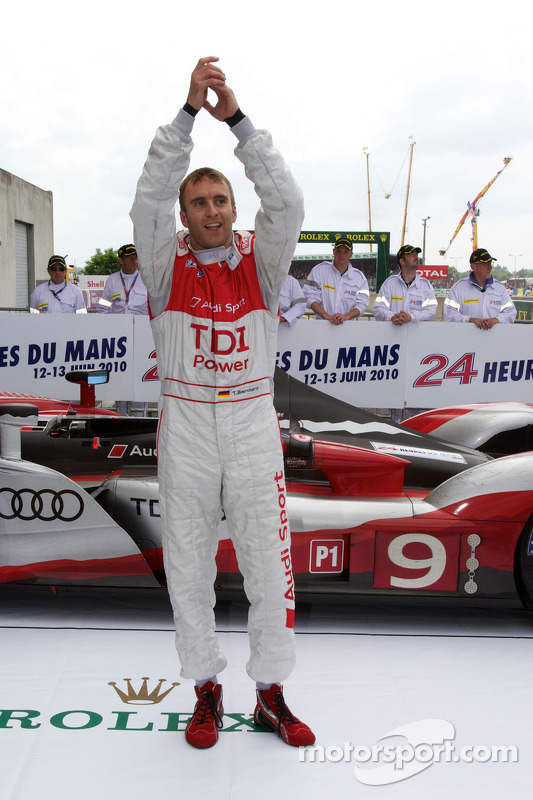 Race winnaar Timo Bernhard in parc fermé