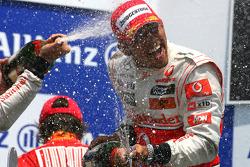Podio: ganador de la carrrera Lewis Hamilton, McLaren Mercedes
