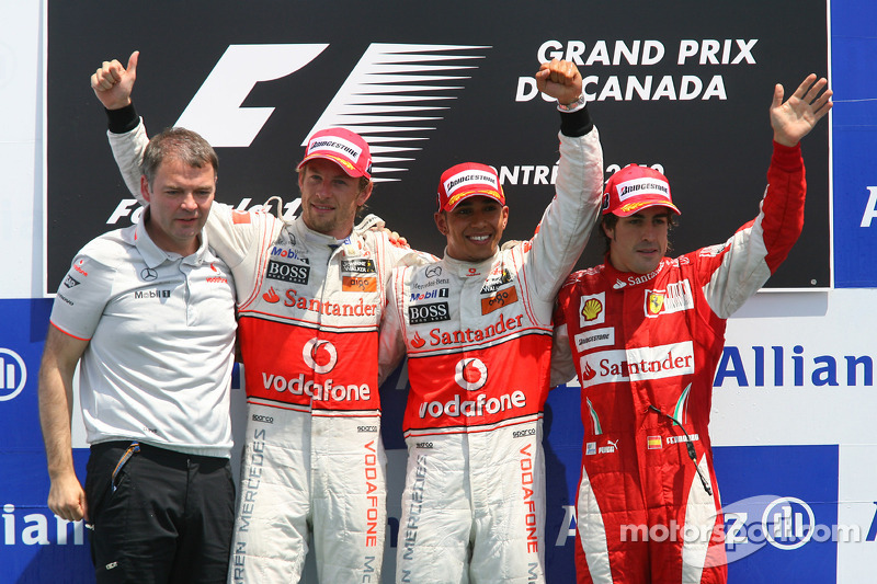 Podyum: Yarış galibi Lewis Hamilton, McLaren Mercedes, 2. Jenson Button, McLaren Mercedes ve 3. Fern