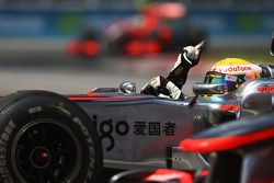 Победитель гонки Льюис Хэмилтон, McLaren Mercedes