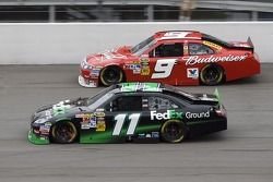 Denny Hamlin, Joe Gibbs Racing Toyota et Kasey Kahne, Richard Petty Motorsports Ford