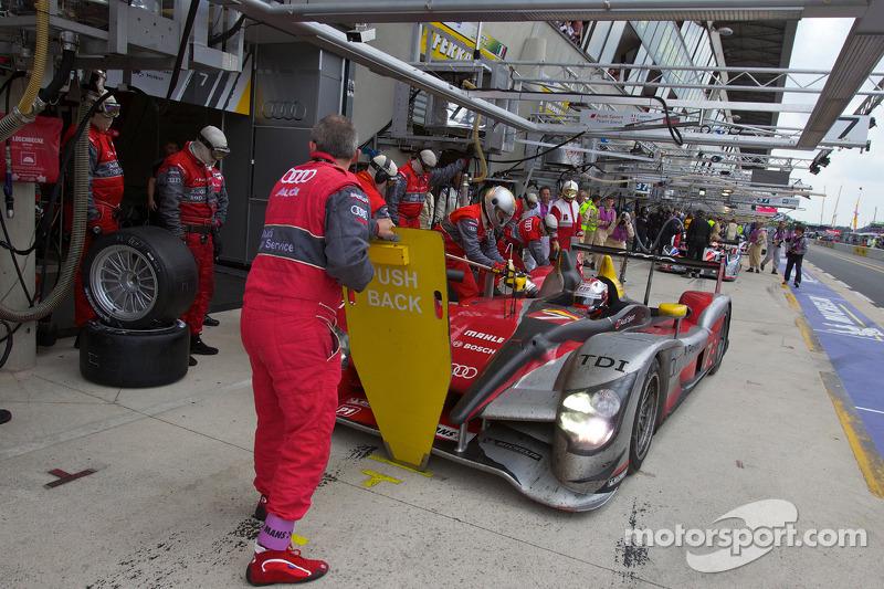 Pitstop #7 Audi Sport Team Joest Audi R15: Tom Kristensen, Rinaldo Capello, Allan McNish