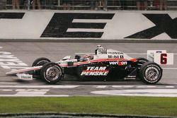 Race winner Ryan Briscoe, Team Penske celebrates