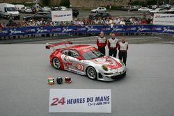 #80 Flying Lizard Motorsport Porsche 911 GT3 RSR: Seth Neiman, Darren Law, Joerg Bergmeister