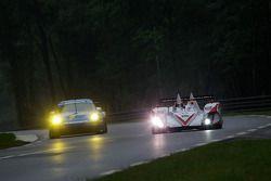 #77 Team Felbermayr-Proton Porsche 911 GT3 RSR: Marc Lieb, Richard Lietz, Wolf Henzler, #41 Team Bru