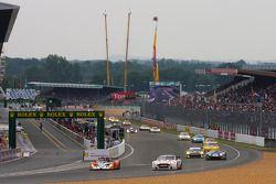 Herstart: #28 Race Performance Radical SR9 Judd: Marc Rostan, Ralph Meichtry, Pierre Bruneau en #52