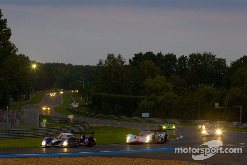#1 Team Peugeot Total Peugeot 908: Alexander Wurz, Marc Gene, Anthony Davidson, #009 Aston Martin Ra
