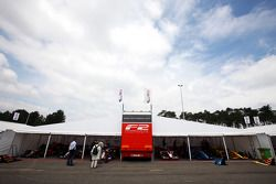 Formule 2 paddock