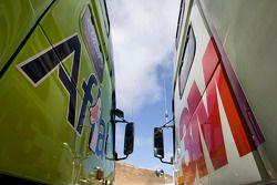 Les camions Aflac et 3M parqués cote à cote