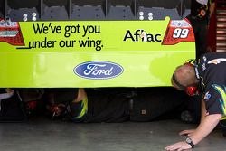 L'équipe travaille sur la #99 Alfac