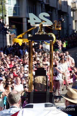 El trofeo de las 24 Horas de Le Mans