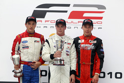 Podium: vainqueur Dean Stoneman, 2e Jolyon Palmer, 3e Kazim Vasiliauskas