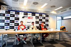 Conférence de presse d'après course :vainqueur Dean Stoneman, 2e Jolyon Palmer, 3e Kazim Vasiliausk