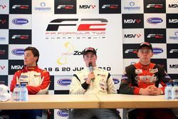 Post-race press conference: race winner Dean Stoneman, second place Jolyon Palmer, third place Kazim
