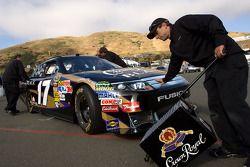 Voiture de Matt Kenseth, Roush Fenway Racing Ford poussée à l'inspection