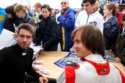 Philipp Eng en Benjamin Lariche in de handtekeningsessie