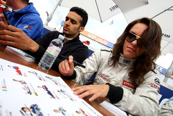 Natalia Kowalska and Parthiva Surewshwaren in the autograph session