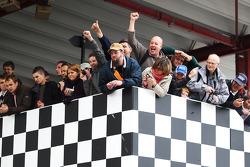 Belgische fans vieren de overwinning van landgenoot Benjamin Bailly