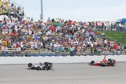 Na crash Mario Moraes, KV Racing Technology en Justin Wilson, Dreyer and Reinbold Racing