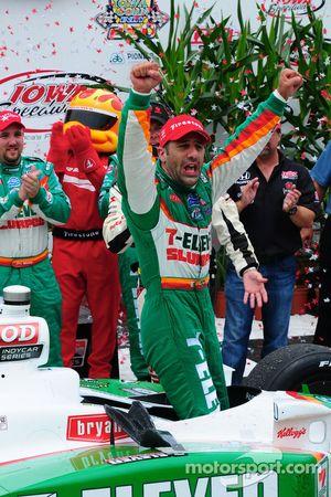 Círculo de la Victoria: ganador Tony Kanaan, Andretti Autosport