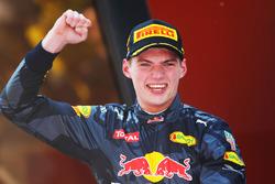 Winnaar Max Verstappen, Red Bull Racing viert op het podium
