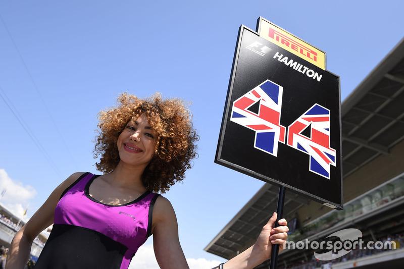 Chica de la parrilla de Lewis Hamilton, Mercedes AMG F1