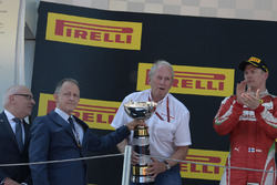 Dr Helmut Marko, Red Bull Motorsport Consultant celebrates on the podium