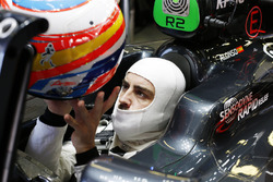 Fernando Alonso, McLaren MP4-31 puts on his crash helmet