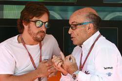 Formel-1-Pilot Fernando Alonso und Dorna-Boss Carmelo Ezpeleta