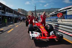 Ferrari SF16-H, на піт-лейн