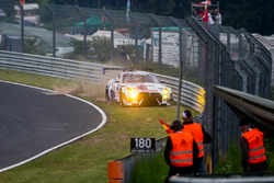 Crash voor #24 Team Zakspeed, Nissan GT-R Nismo GT3: Marc Gassner, Florian Strauß, Tom Coronel