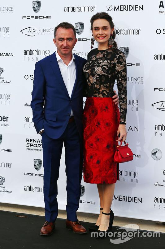 Paddy Lowe, Director Ejecutivo, Mercedes AMG F1 con su esposa Anna Danshina en Amber Lounge Fashion Show