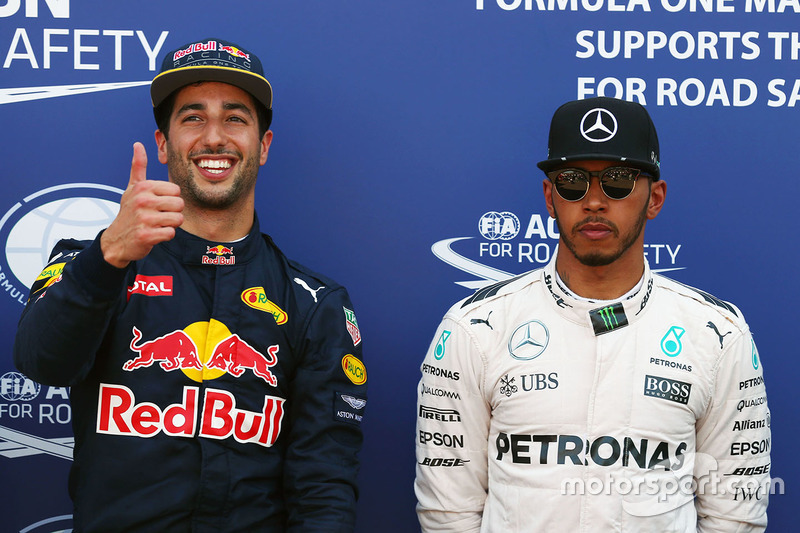 Poleman Daniel Ricciardo, Red Bull Racing, terzo qualificato Lewis Hamilton, Mercedes AMG F1 Team