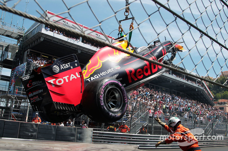 Das Auto von Max Verstappen, Red Bull Racing, nach dem Crash