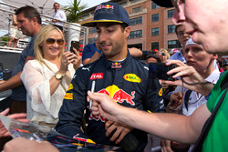 Daniel Ricciardo, Red Bull Racing signs autographs for fans