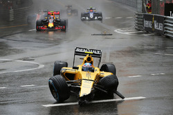 Jolyon Palmer, Renault Sport F1 Team RS16 crashed out of the race