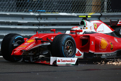 Кімі Райкконен, Scuderia Ferrari SF16-H  втрачає переднє крило