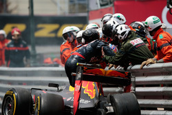 Max Verstappen, Red Bull Racing RB12 crashed out of the race