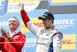 Подиум первой гонки: третье место - Том Чилтон, Sébastien Loeb Racing, Citroën C-Elysée WTCC