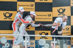 Podyum: Robert Wickens (CAN) Mercedes-AMG Team HWA, Mercedes-AMG C63 DTM, Lucas Auer, Mercedes-AMG Team Mücke, Mercedes-AMG C63 DTM, takım patronu Peter Mücke